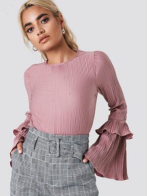 NA-KD Frill Sleeve Pleated Top rosa