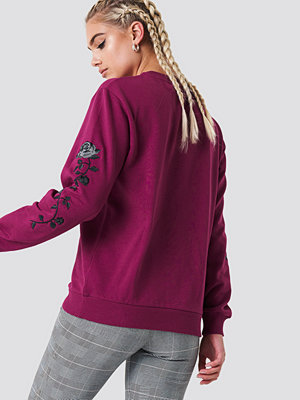 NA-KD Rose Embroidery Sleeve Sweater lila