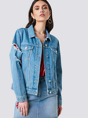 Kristin Sundberg for NA-KD Ripped Sleeve Denim Jacket blå