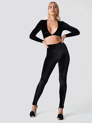 Galore x NA-KD svarta byxor Tight Velvet Pants