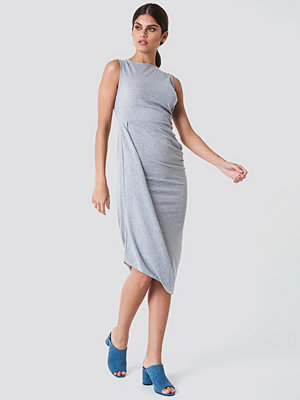 Trendyol Rushed Side Jersey Dress grå