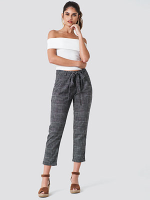 Trendyol mörkgrå byxor Tied Waist Checkered Pants