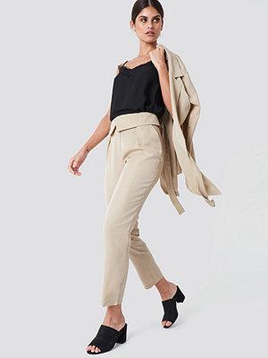 Trendyol Folded Paperwaist Pants - Byxor omönstrade