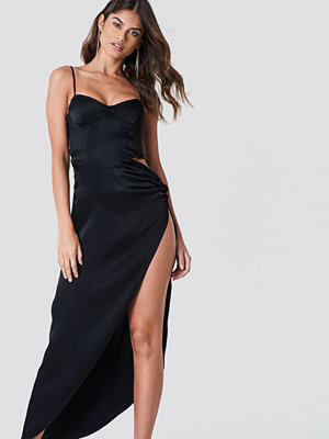 Galore x NA-KD Cut Out Long Slit Dress svart