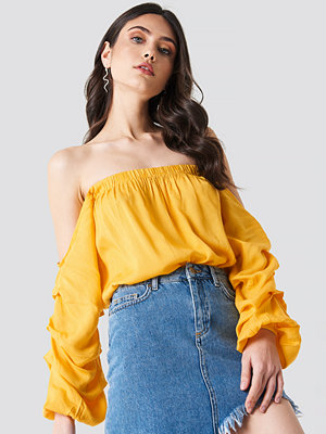Linn Ahlborg x NA-KD Off Shoulder Puff Sleeve Top gul