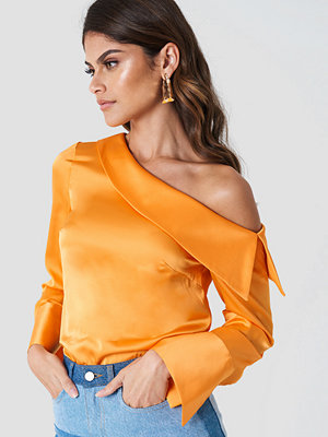 Andrea Hedenstedt x NA-KD One Shoulder Folded Blouse orange