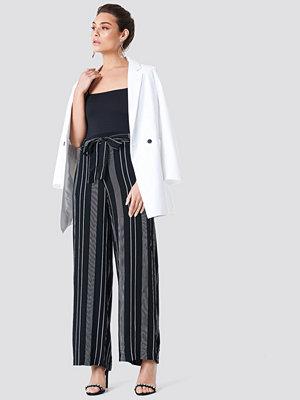 Trendyol Striped Wide Pants - Mönstrade byxor svarta randiga