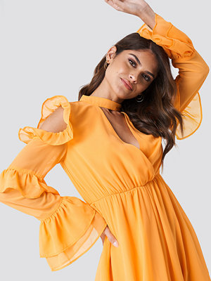 Andrea Hedenstedt x NA-KD Cold Shoulder Flounce Maxi Dress orange
