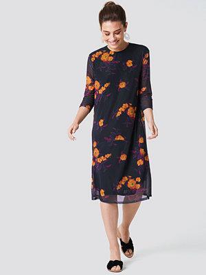 NA-KD Mesh Knee Dress - Midiklänningar