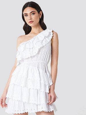 Linn Ahlborg x NA-KD All Over Flounce Dress vit