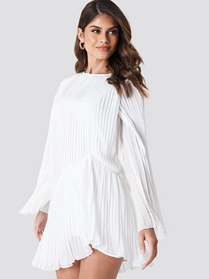 Andrea Hedenstedt x NA-KD Pleated Asymmetric Flounce Dress - Festklänningar
