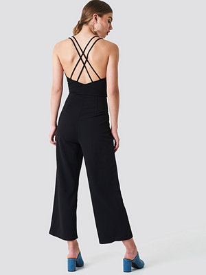 NA-KD Trend Double Strap Jumpsuit