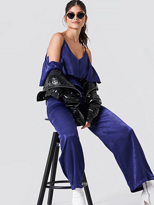 Jumpsuits & playsuits - NA-KD Cold Shoulder Flounce Jumpsuit blå