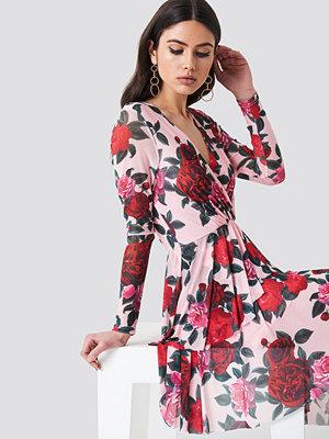 NA-KD Flounced Overlap Mesh Dress - Miniklänningar
