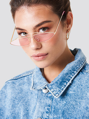 Solglasögon - NA-KD Accessories Pointy Metal Bridge Sunglasses rosa