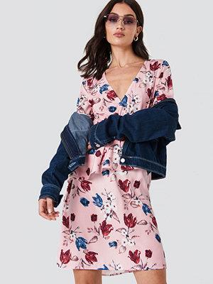 NA-KD V-Neck Frill LS Dress - Midiklänningar