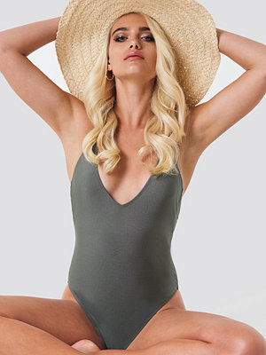 Baddräkter - NA-KD Swimwear Shiny Double Cross Strap Swimsuit