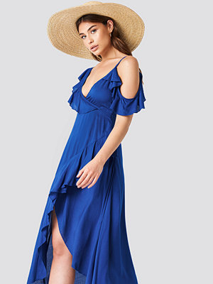 Debiflue x NA-KD One Shoulder Frill Dress - Festklänningar