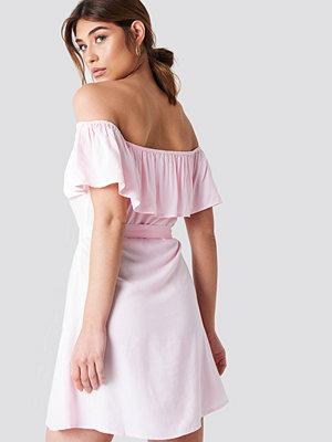 Debiflue x NA-KD Buttoned Flounce Dress - Vardagsklänningar