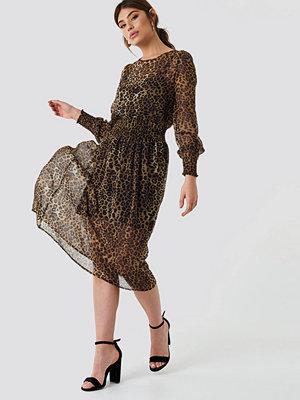 NA-KD Boho Shirred Detail Midi Dress - Midiklänningar