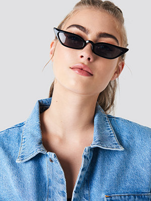 Solglasögon - NA-KD Accessories Pointy Edge Retro Sunglasses svart