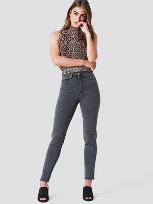 NA-KD High Rise Slim Fit Jeans