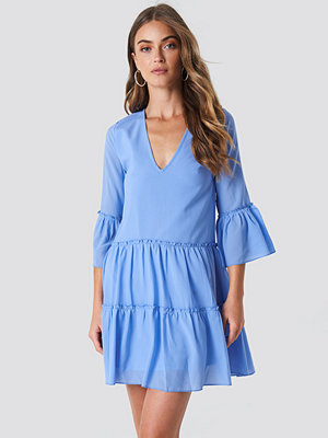 NA-KD Boho V-Neck Ruffle Mini Dress blå
