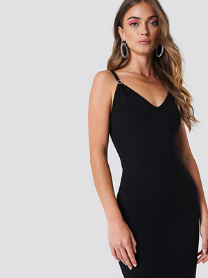 Galore x NA-KD Deep V Midi Dress svart