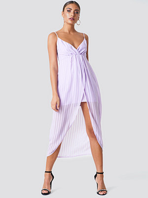 NA-KD Twist Front Strap Dress - Midiklänningar