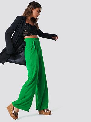 NA-KD Trend Paperbag Waist Wide Pants - Utsvängda byxor omönstrade