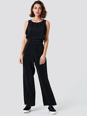 NA-KD Trend Pleated Wide Pants - Utsvängda byxor svarta