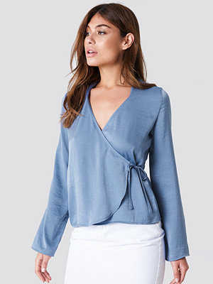 NA-KD Wrap Over Satin Shirt - Skjortor
