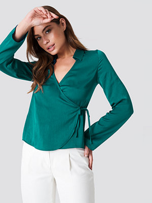 NA-KD Wrap Over Satin Shirt grön