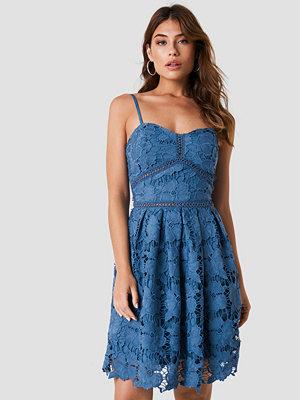 NA-KD Boho Lace Strap Dress blå