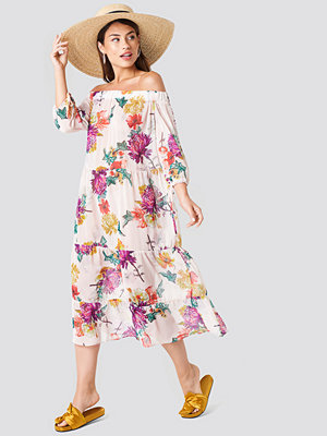 Trendyol Off Shoulder Flower Dress - Maxiklänningar