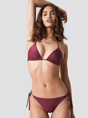 NA-KD Swimwear Shiny Triangle Panty röd lila