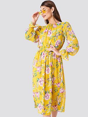 Trendyol Summer Flowered Midi Dress - Midiklänningar