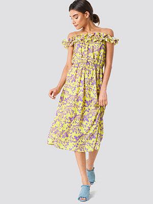 Trendyol Patterned Frilly Detail Dress - Midiklänningar