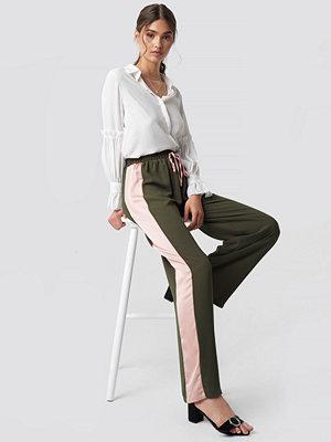 Glamorous Wide Striped Pants - Utsvängda byxor omönstrade