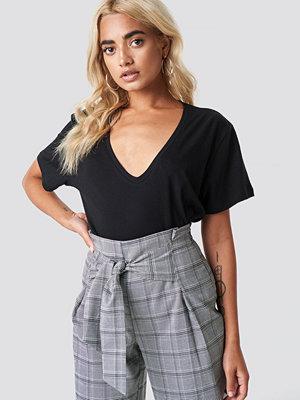 T-shirts - Rut & Circle Clara V-Neck Tee