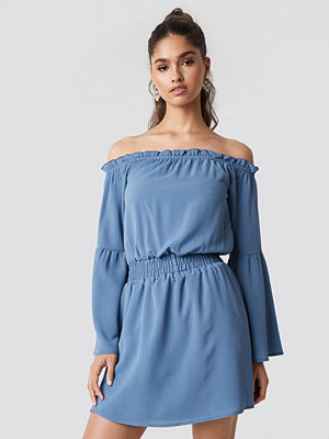 NA-KD Boho Wide Sleeve Off Shoulder Dress blå