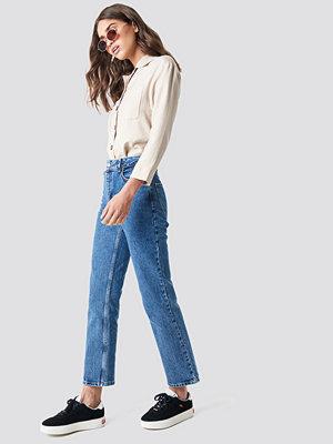 NA-KD Front Pleat Jeans blå