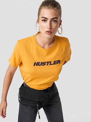 NA-KD Hustler Oversized Tee gul