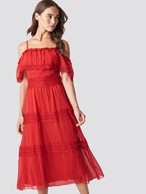 Trendyol Shoulder Strap Lace Midi Dress röd