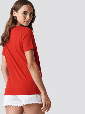 T-shirts - NA-KD Rebel Tee röd