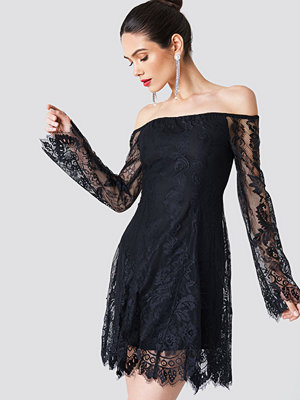 NA-KD Party Off Shoulder Lace Mini Dress svart