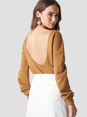 NA-KD Basic Deep Back Sweater beige