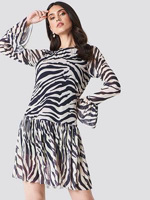 NA-KD Trend Mesh Round Neck Dress