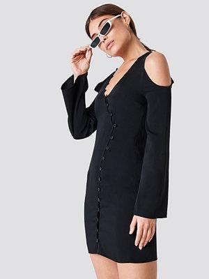 NA-KD Cold Shoulder Button Detail Mini Dress - Miniklänningar