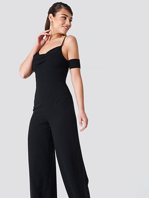 NA-KD Party Cowl Neck Jumpsuit svart